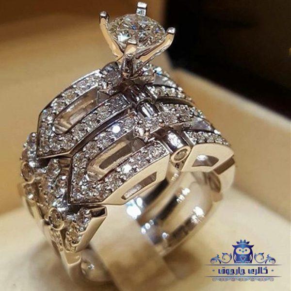انگشتر زنانه حلقه و پشت حلقه طرح نوراث یکی از زیباترین انگشترهای دارای پشت حلقه میباشد و مناسب مهمانی ها و ست کردن با لباس های شب طراحی شده است.